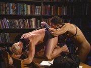 Schwuler Studenten Sex in der Bücherei – hardcore gay porno